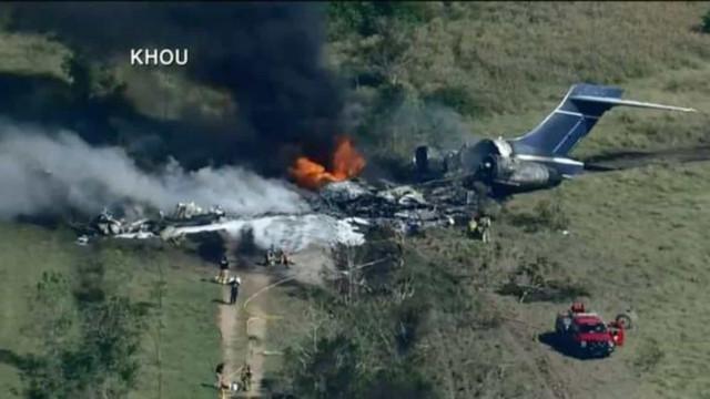 Avião que levaria torcedores a jogo de beisebol nos EUA derrapa e deixa 2 feridos