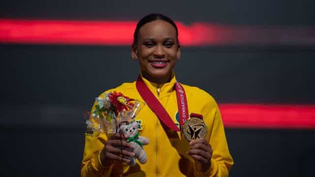 Rebeca domina no salto e se torna campeã mundial de ginástica
