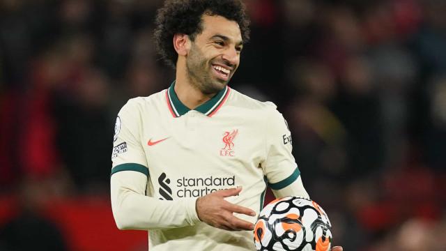 Salah faz três gols, Ronaldo passa em branco, e Liverpool massacra o United