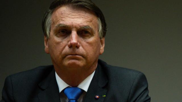 Bolsonaro culpa a imprensa por falsa relação entre vacina e aids