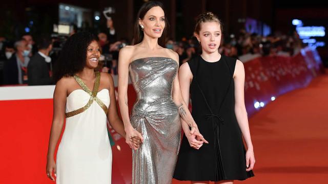 Angelina Jolie volta a posar com as filhas. Desta vez Zahara e Shiloh