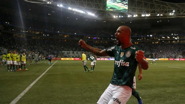 Felipe Melo marca 400º gol do Palmeiras na arena e revela papo com Felipão