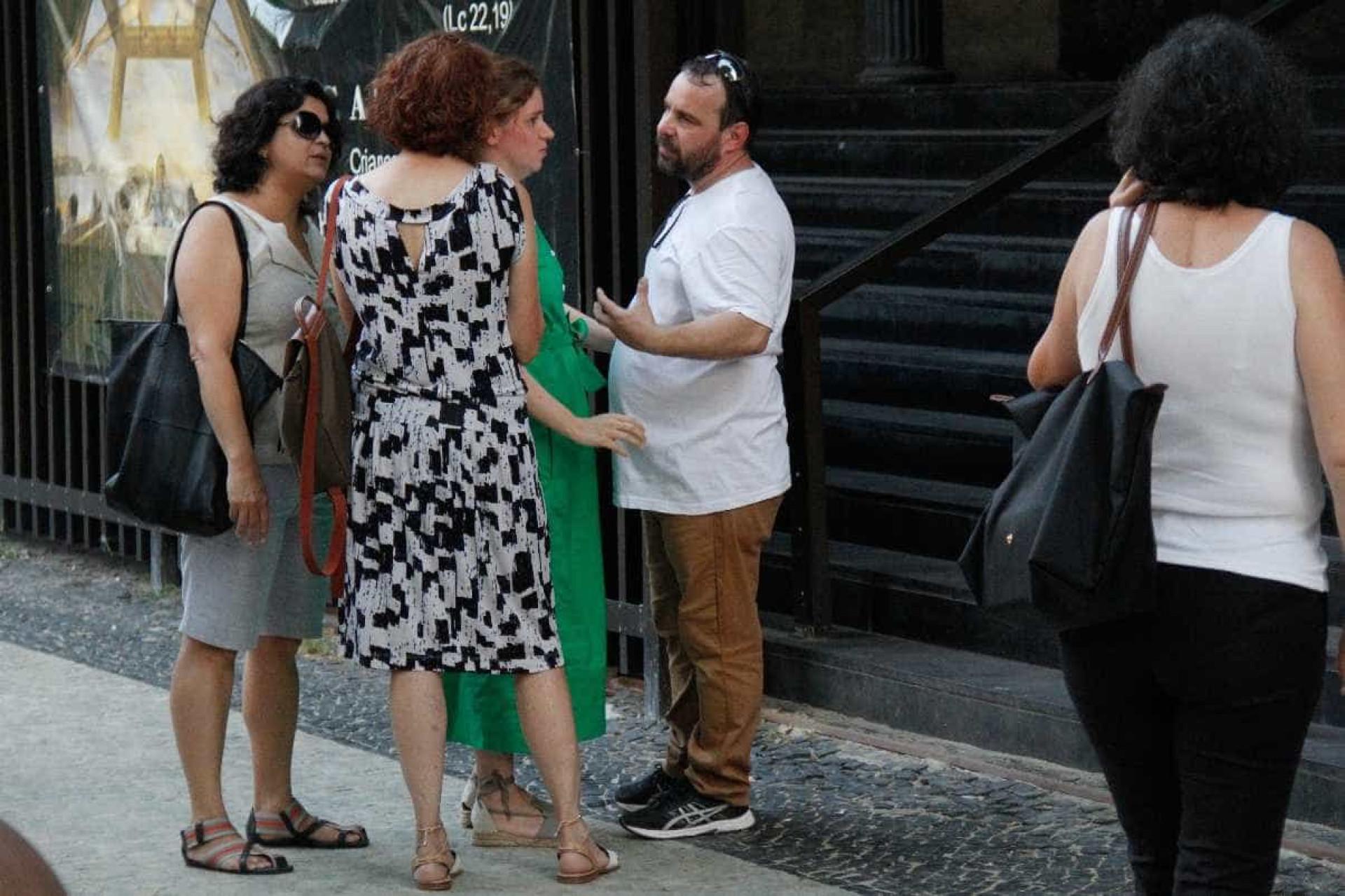 Missa de sétimo dia de Caio Junqueira reúne amigos e familiares