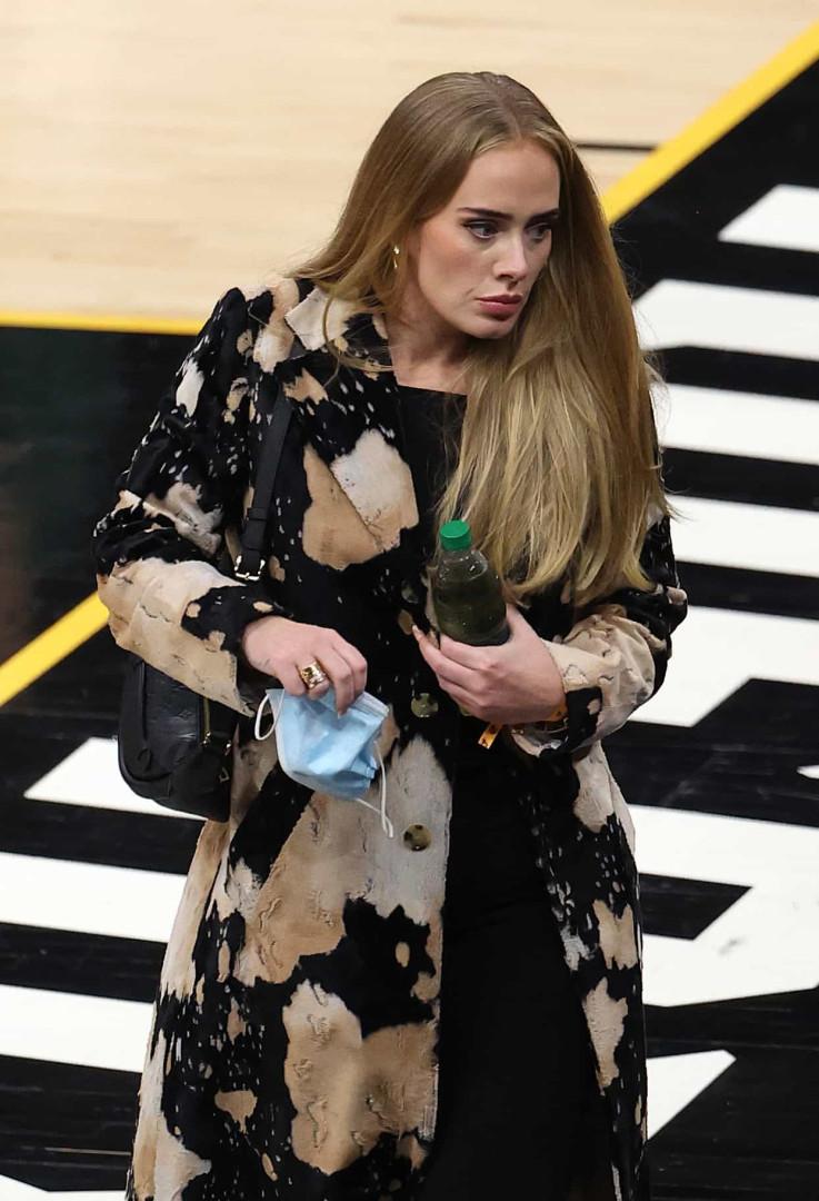 Após perder mais de 40 quilos, Adele brilha em nova aparição pública