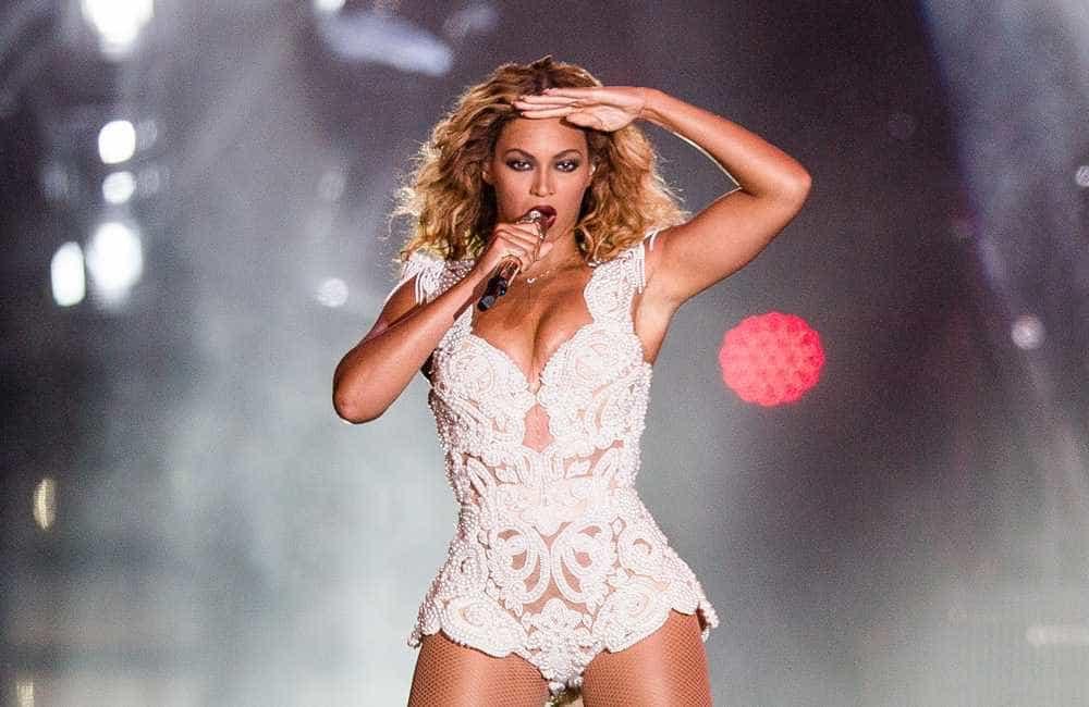 Beyoncé celebra aniversário usando bolsa de marca brasileira