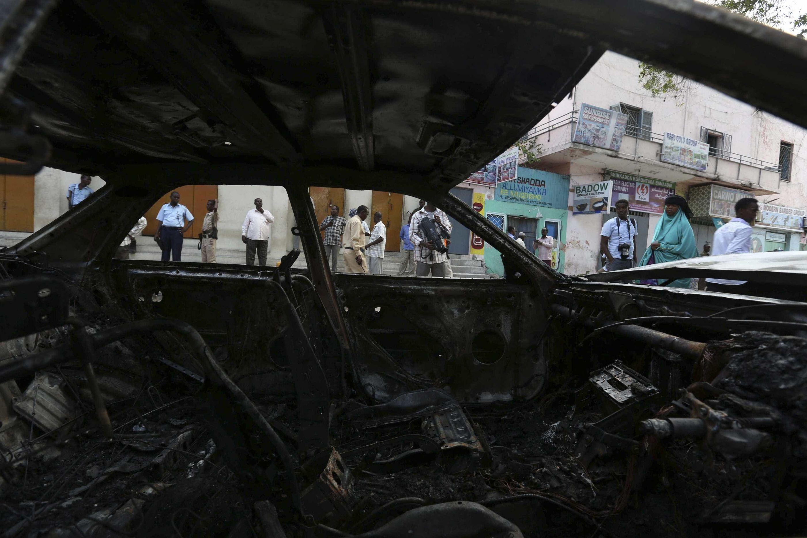 Carro-bomba mata seis próximo a palácio presidencial da Somália