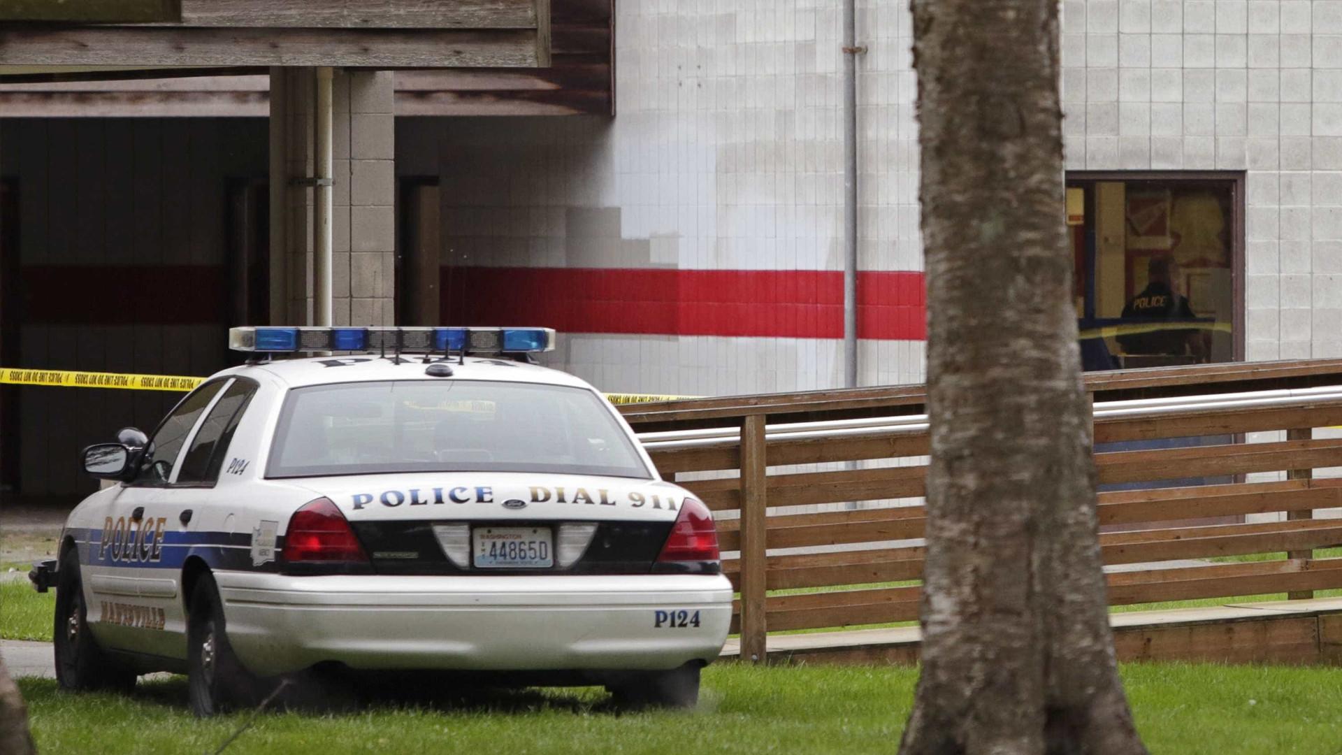 EUA: Tiroteio em sinagoga na Califórnia deixa quatro feridos