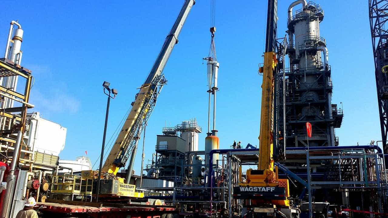 Petróleo em queda em meio a sinais de aumento da produção de xisto
