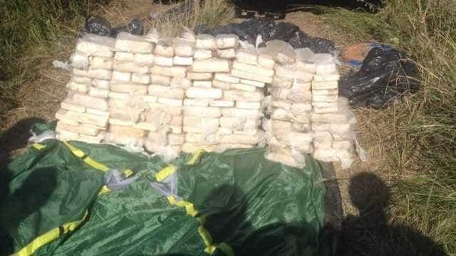 PM apreende milhares d papelotes de cocaína e pedras de crack em SP