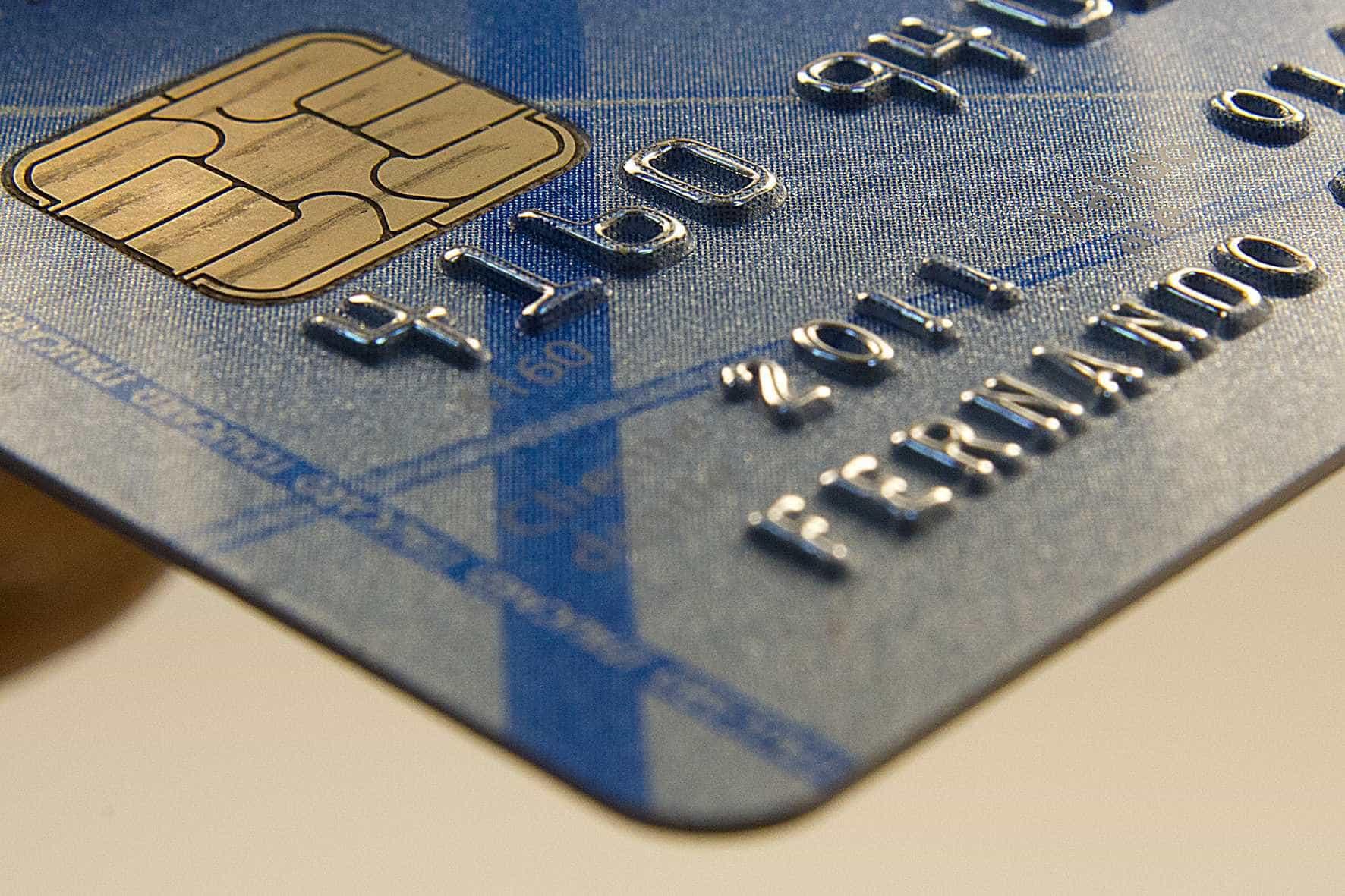 Governo muda regra para gasto com cartão de crédito no exterior