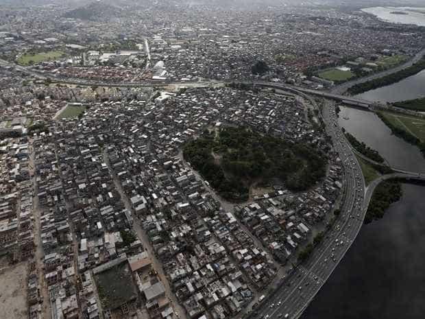 No Rio, suspeito morre após tiroteio com policiais no complexo da Maré