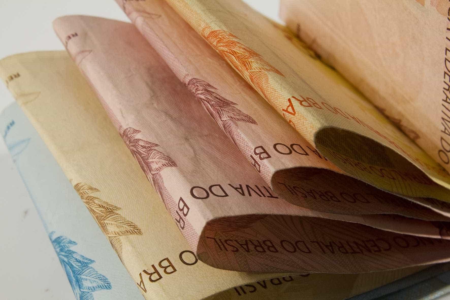 Decreto limita gastos do governo federal até março