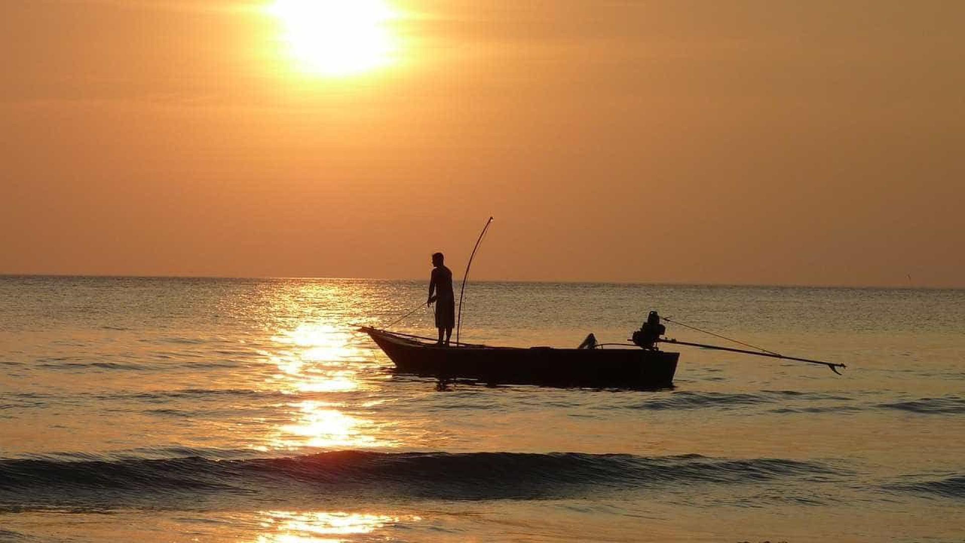 Pescadores são resgatados em ilha cheia de serpentes em Itanhaém