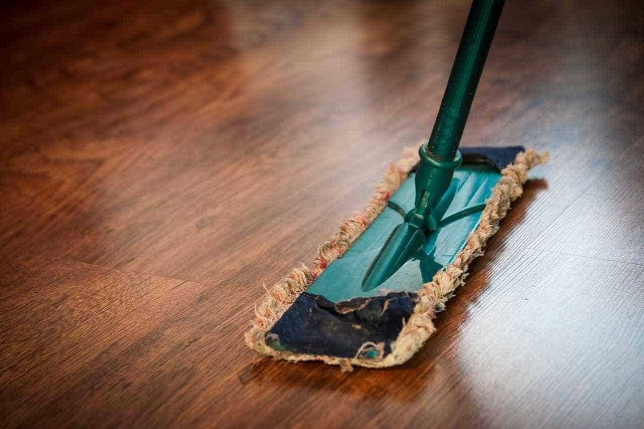 Crise faz homens realizarem mais tarefas domésticas, aponta IBGE