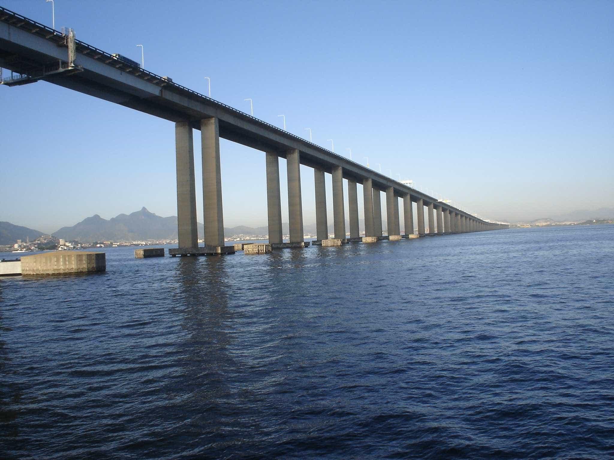 Trânsito na Ponte Rio-Niterói trava após acidente