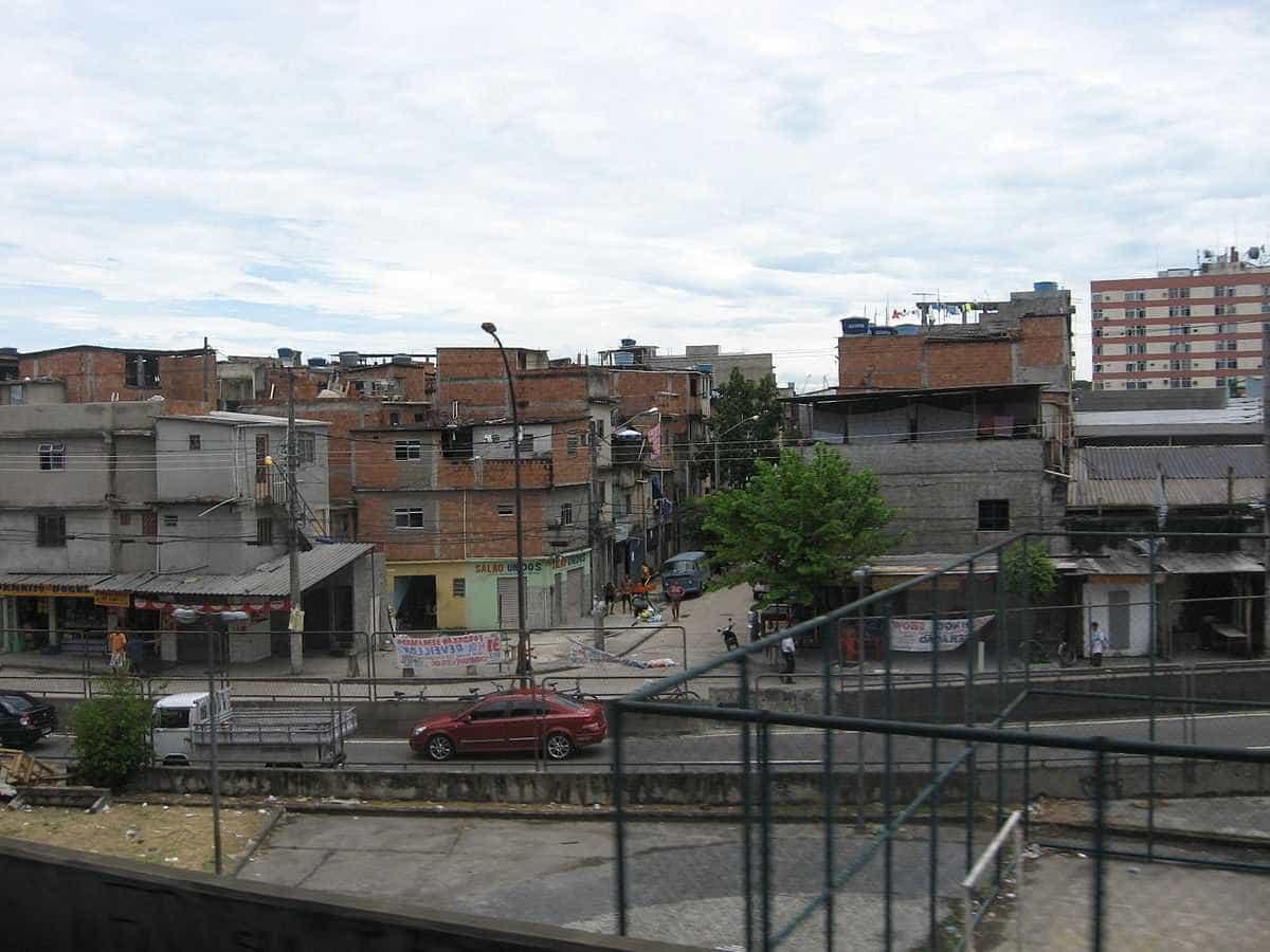 Polícia do Rio apura se tiros em favela partiram de torre