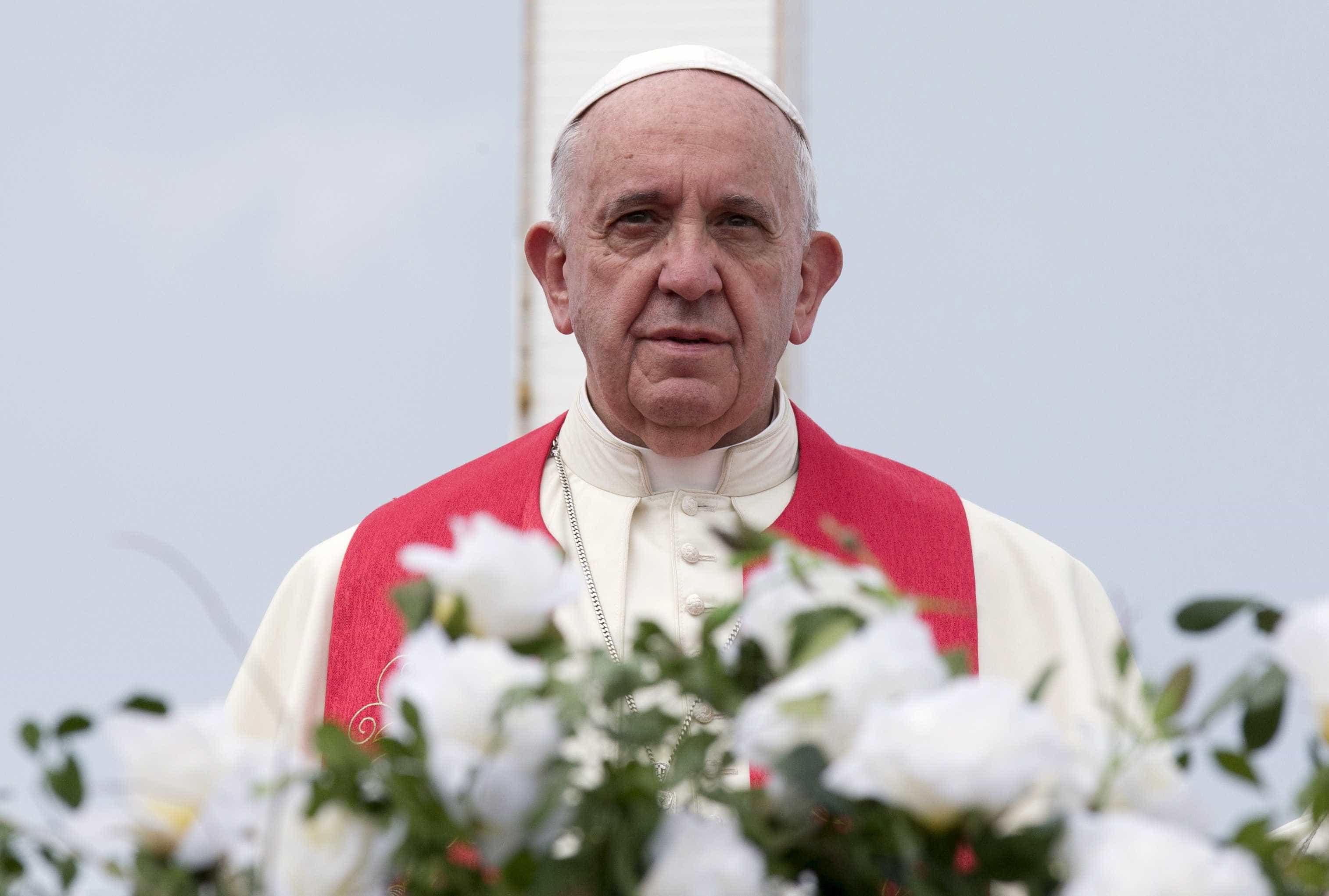 Papa se diz 'profundamente entristecido' com ataques a mesquitas