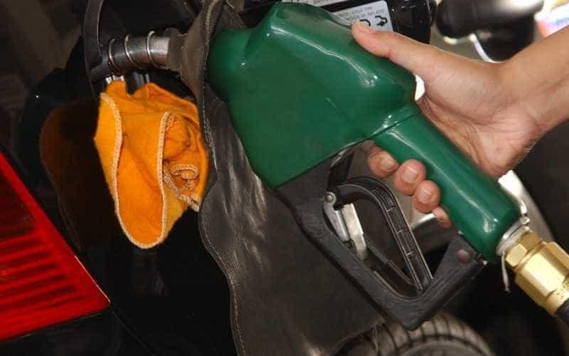 Estudo: crescimento no setor de combustíveis depende de menos tributos