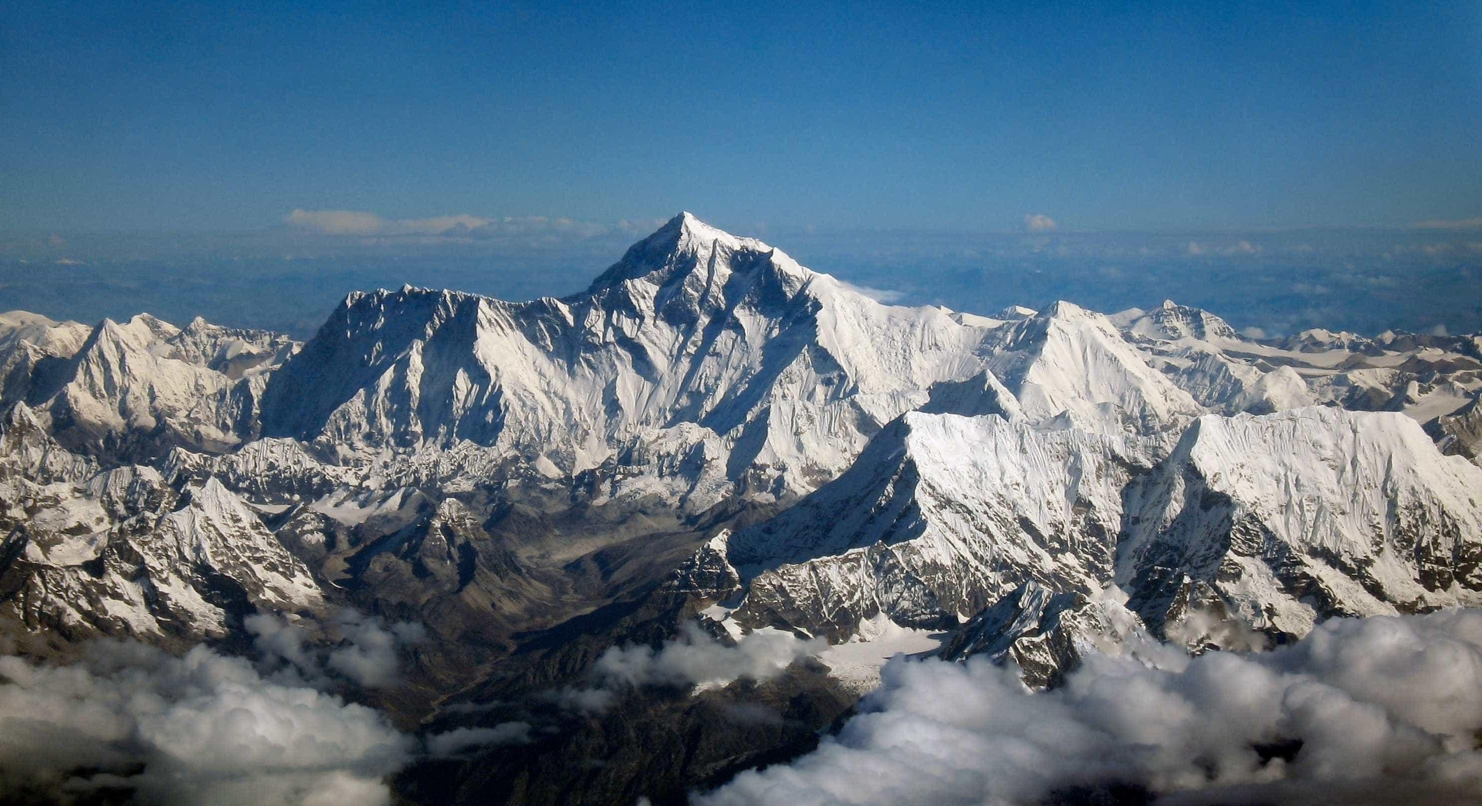 Evereste: derretimento de geleiras expõe corpos nas montanhas