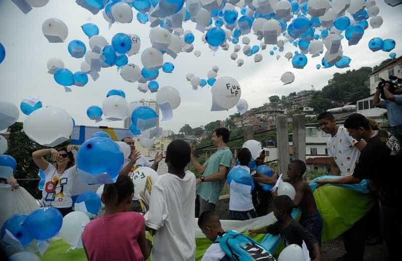 Festa literária da Flupp premia jovens escritores no Rio
