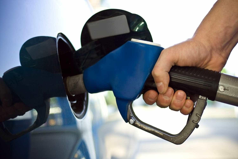 Preço da gasolina cai pela primeira vez em quatro meses, diz ANP