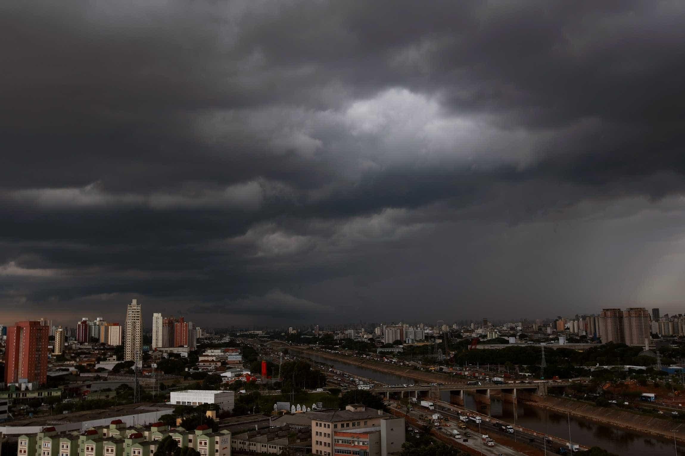 Três cidades paulistas decretam estado de emergência após temporais
