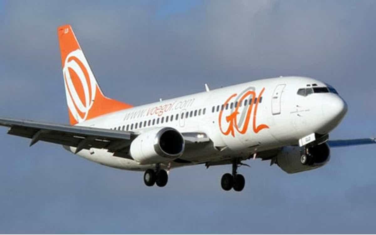 Após manobra de voo, comissários de bordo são arremessados em aeronave