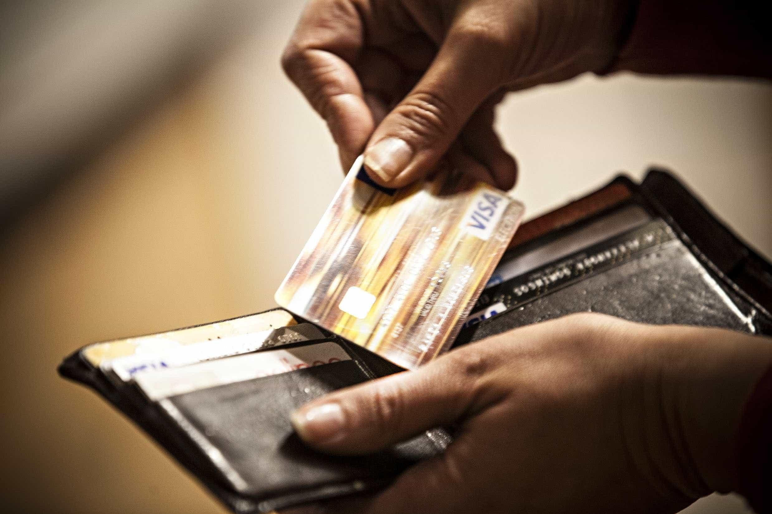 Fraudes em cartão de crédito nas transações de celular crescem no país