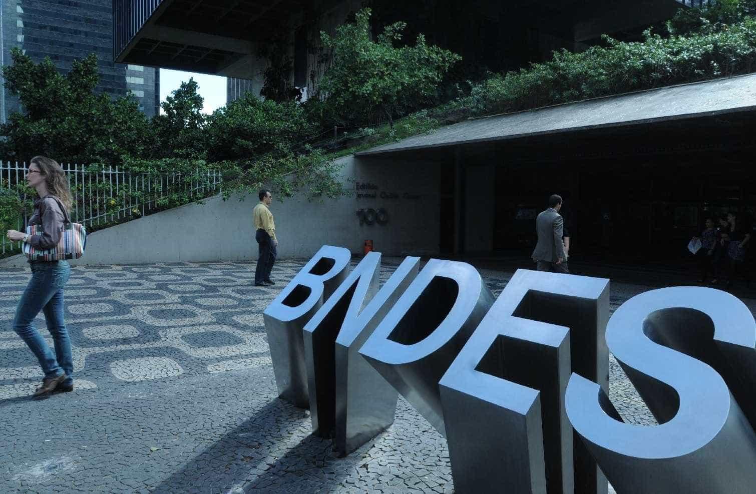 Diretores do BNDES ganham mais de R$ 100 mil por mês