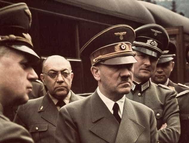 Hitler usou socialismo para atrair massas, mas queria destruir marxismo