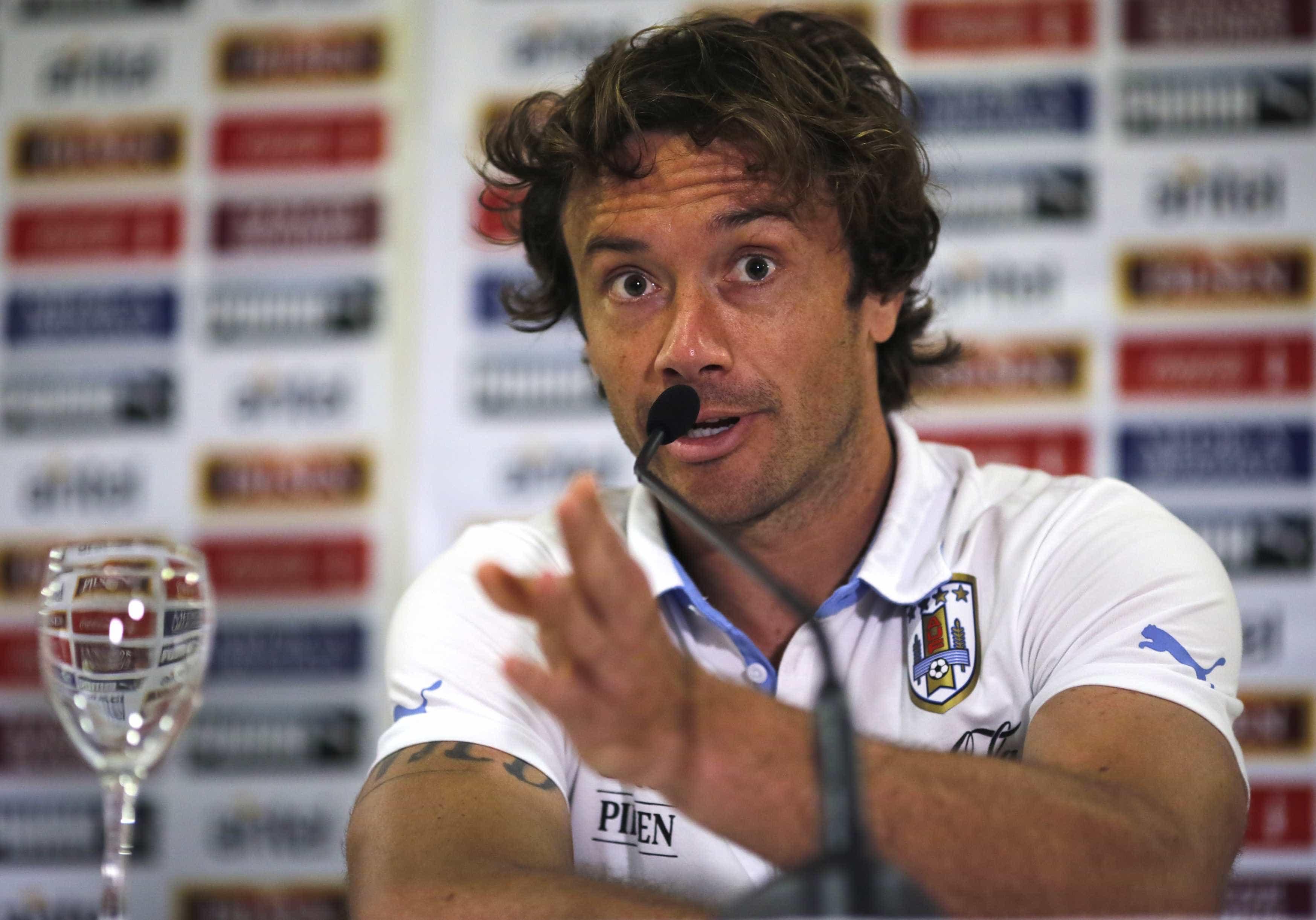 Lugano fala em 'consenso' por Pato, mas deixa palavra final para Cuca