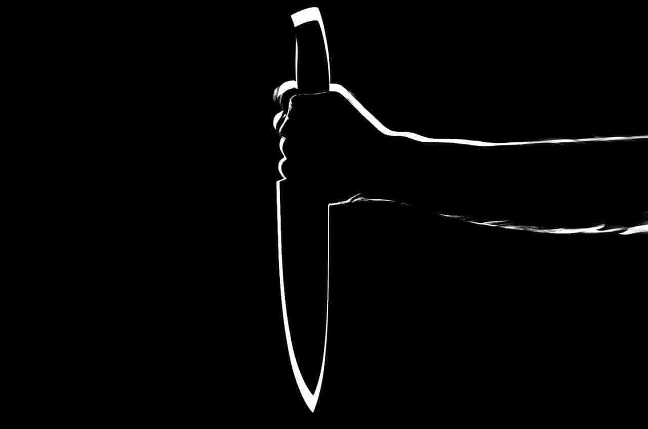 Mulher tem rosto cortado ao proteger irmã de ataque do ex-namorado