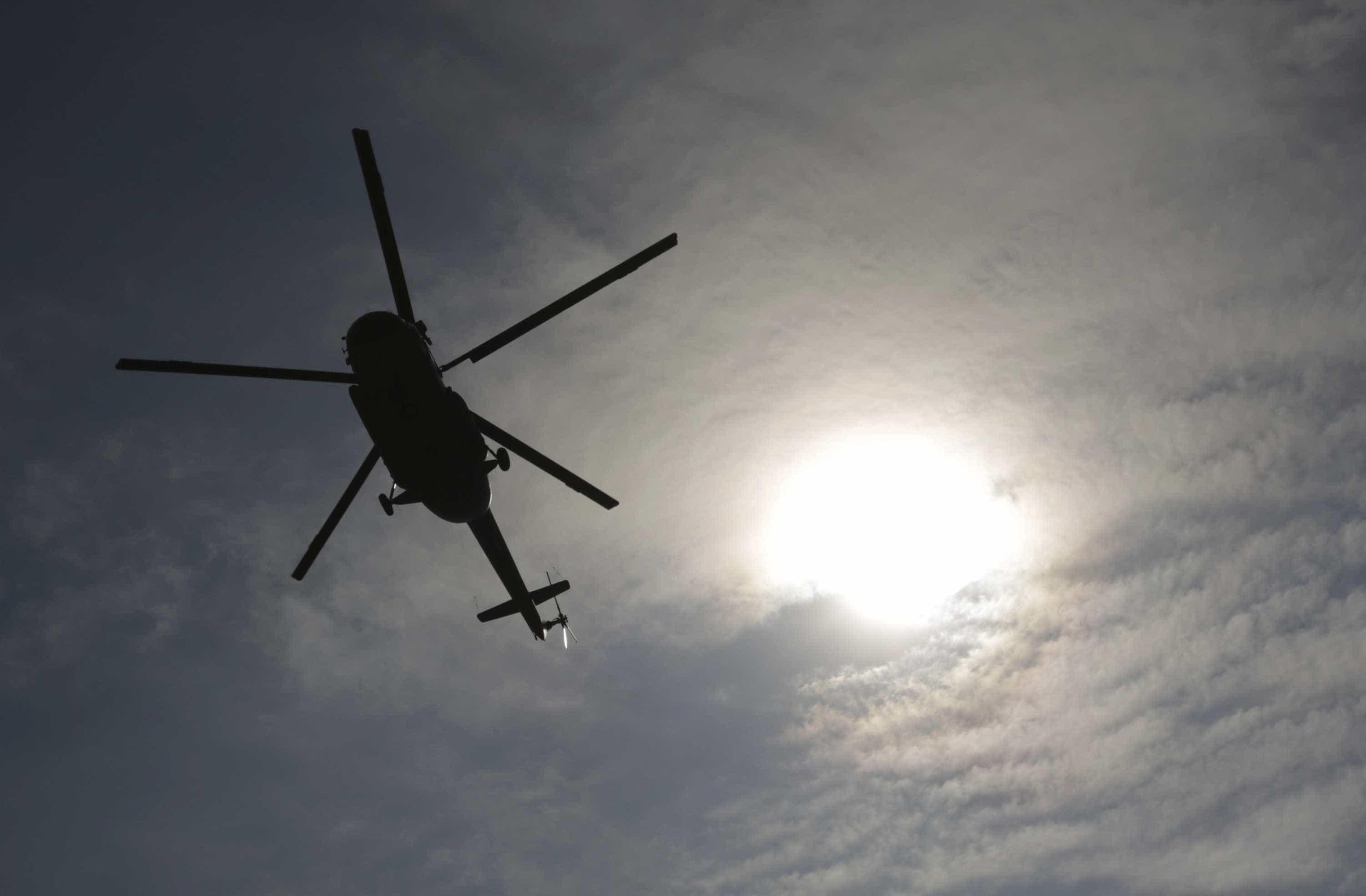 Queda de helicóptero deixa quatro mortos nos Emirados Árabes