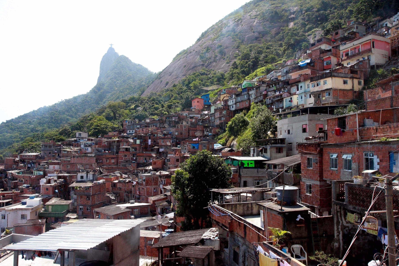 Polícia Militar faz operação em comunidades na Zona Oeste do Rio