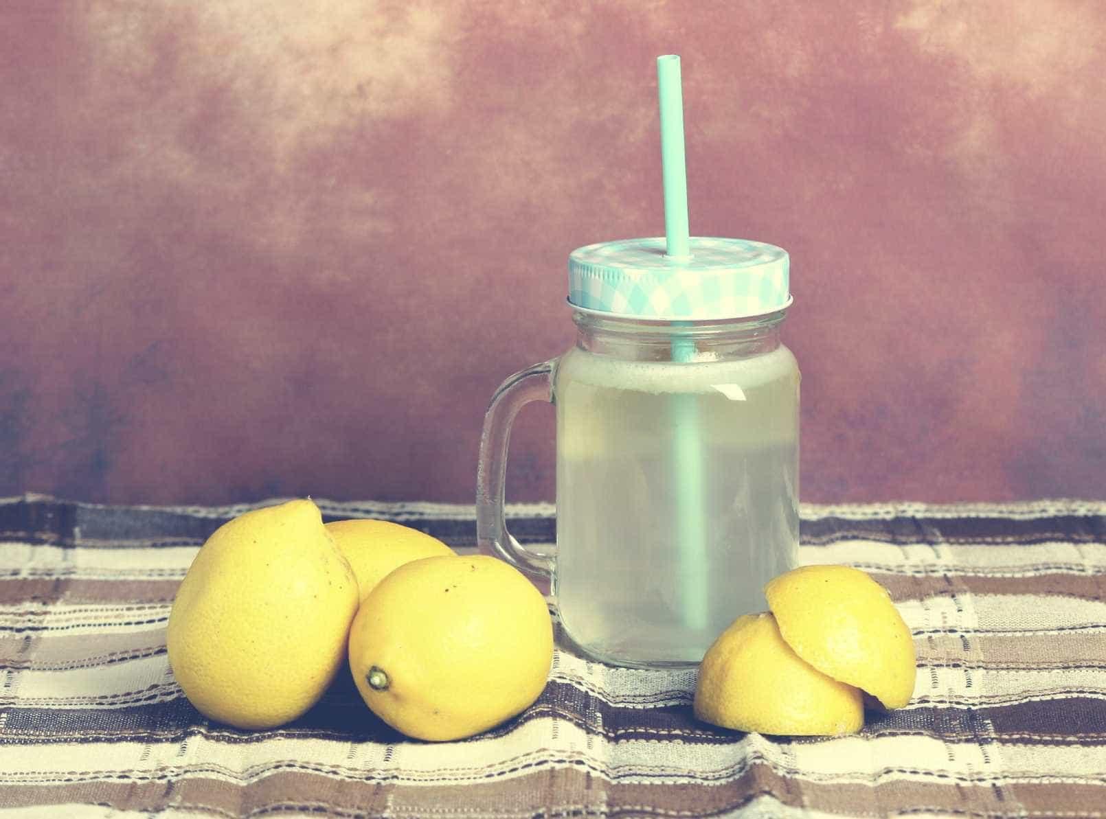 Bebe água com limão? Cuidado com os dentes