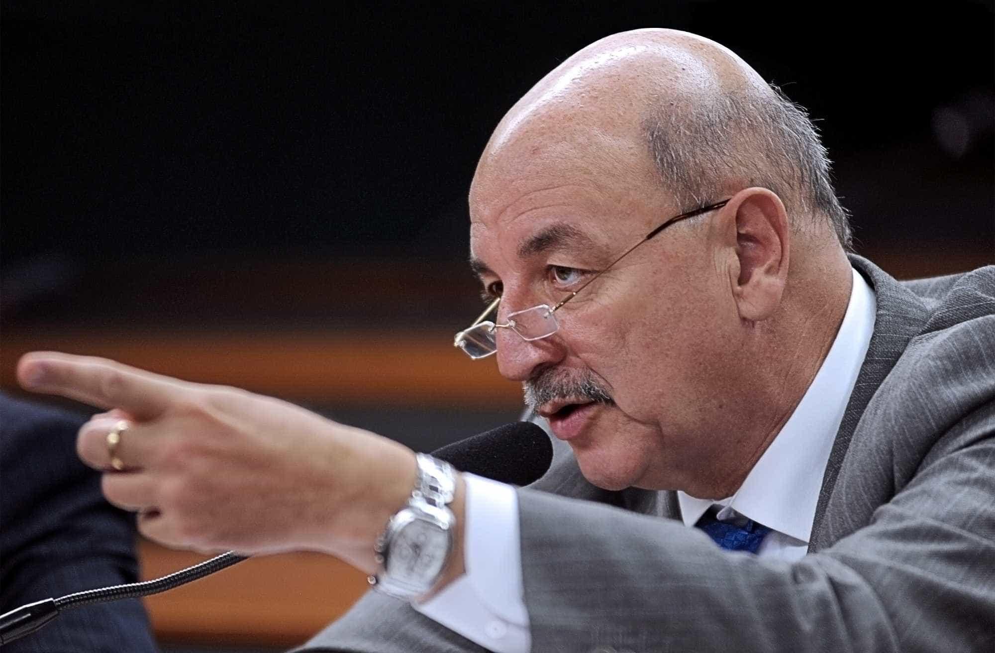 Ministros têm celulares clonados e bandidos roubam R$ 6 mil