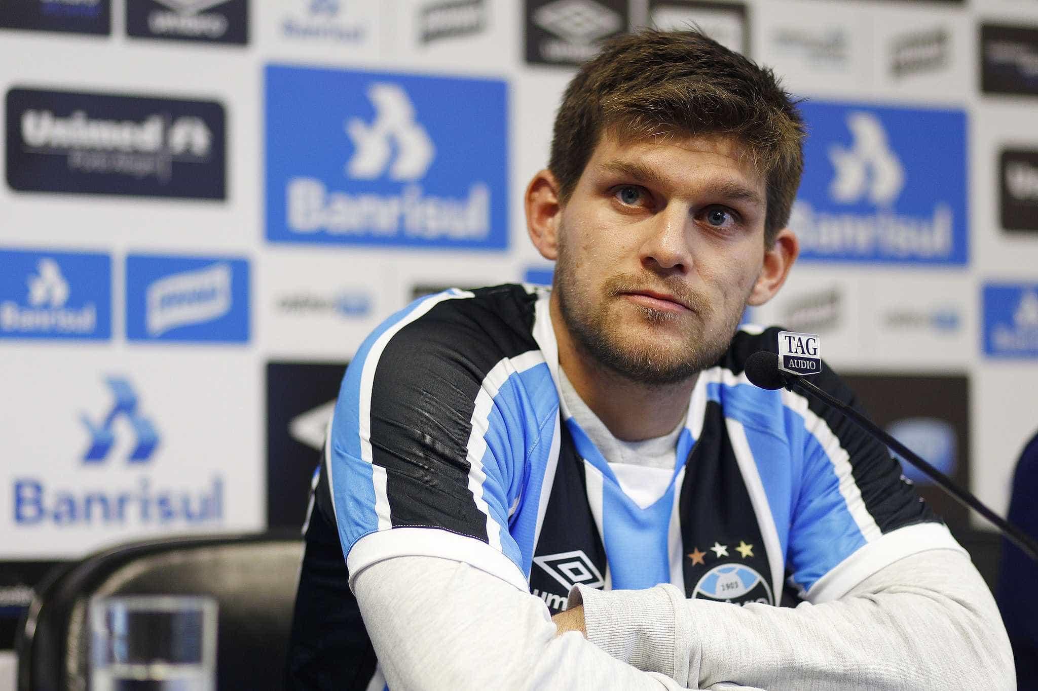 Arsenal demonstra interesse em Kannemann, do Grêmio, diz jornal