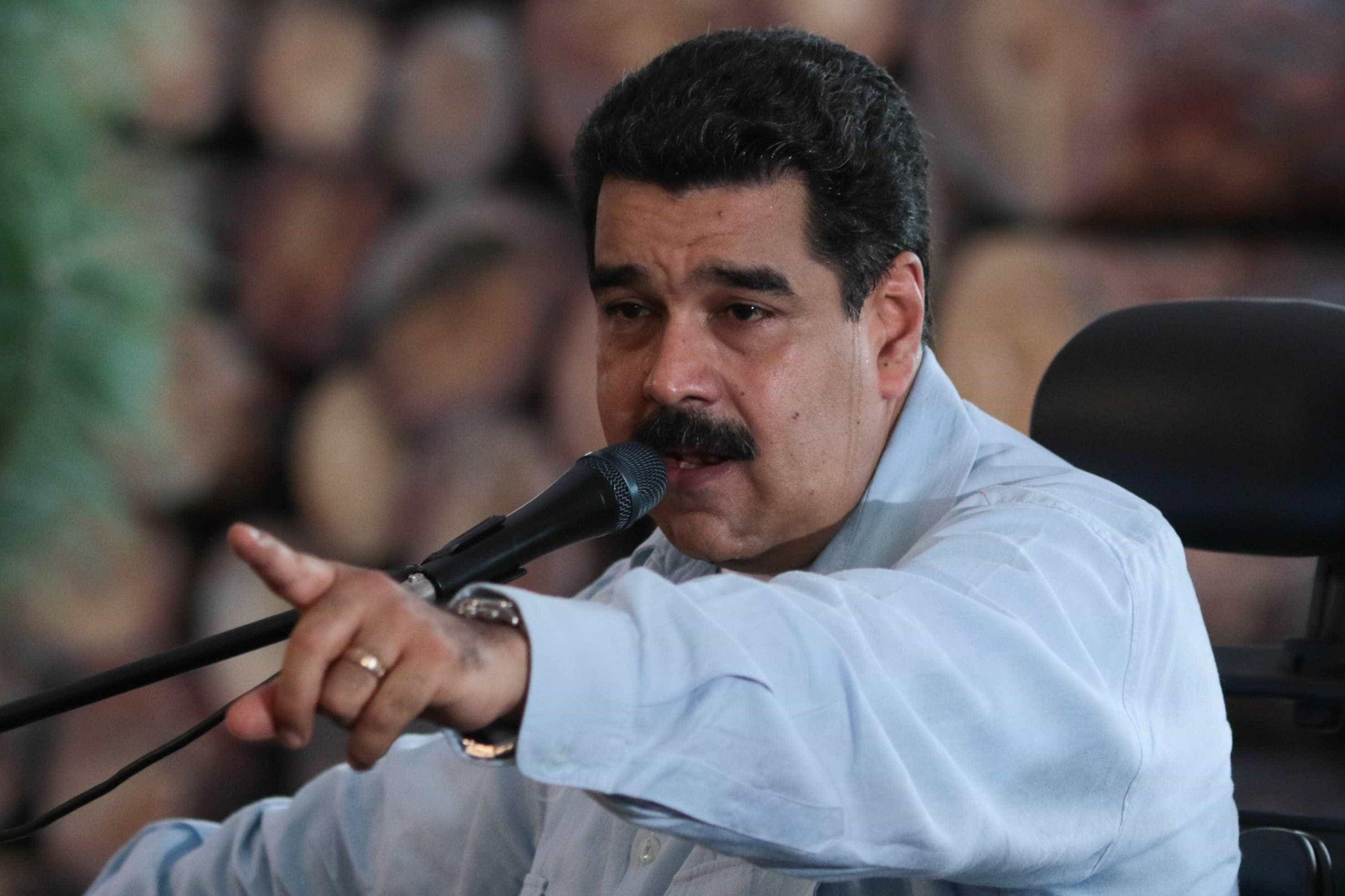 Bombeiros que compararam Maduro a jumento são detidos