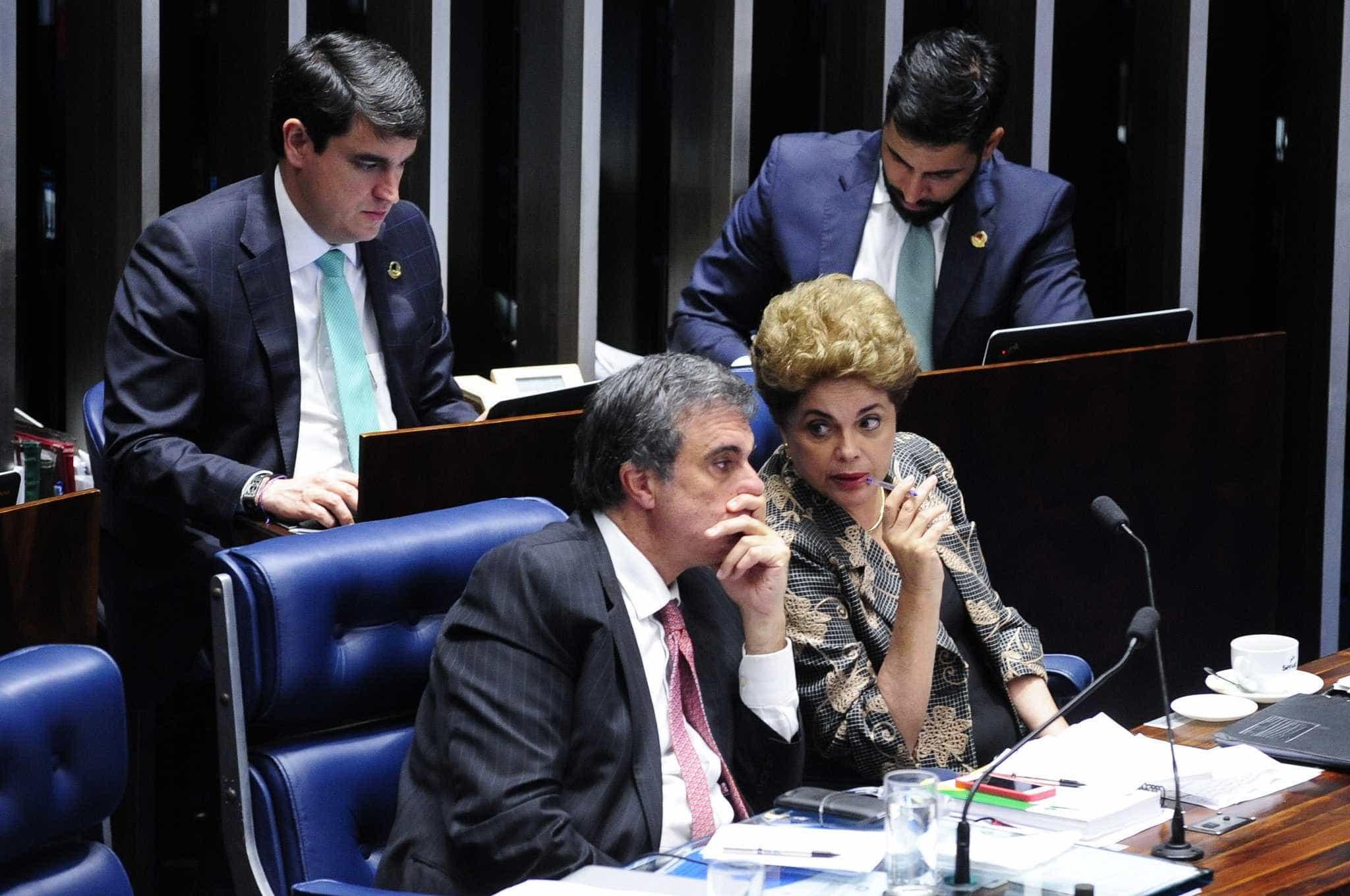 Defesa de Dilma recorre ao STF  para barrar impeachment