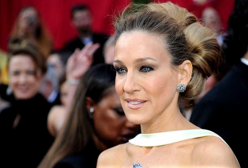 Sarah Jessica Parker anuncia breve retorno de Carrie Bradshaw