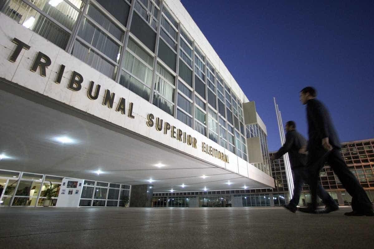 Ao TSE, Bolsonaro culpa doadores por erros e fala em campanha barata
