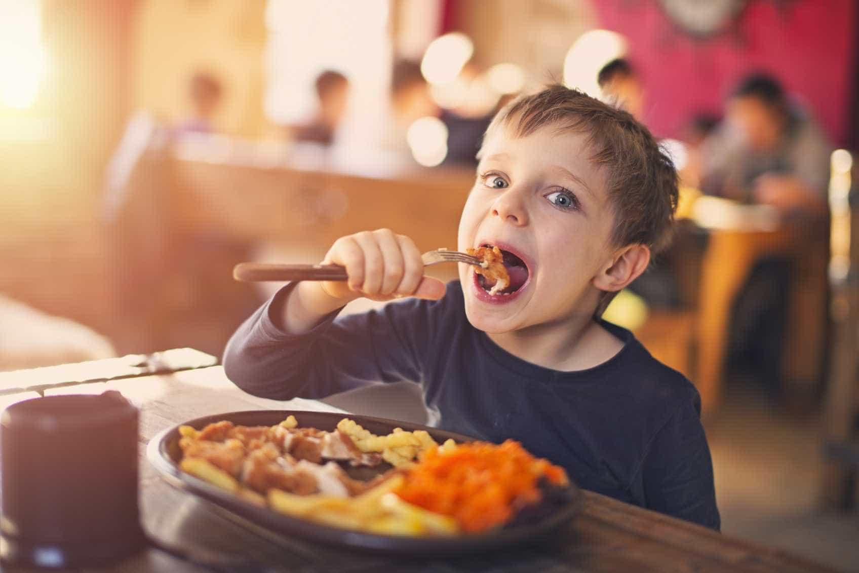 Como manter a alimentação das crianças saudável nas férias