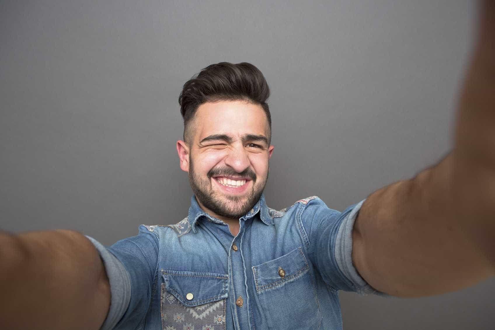 Estudo revela acidentes mais comuns ao tirar selfies