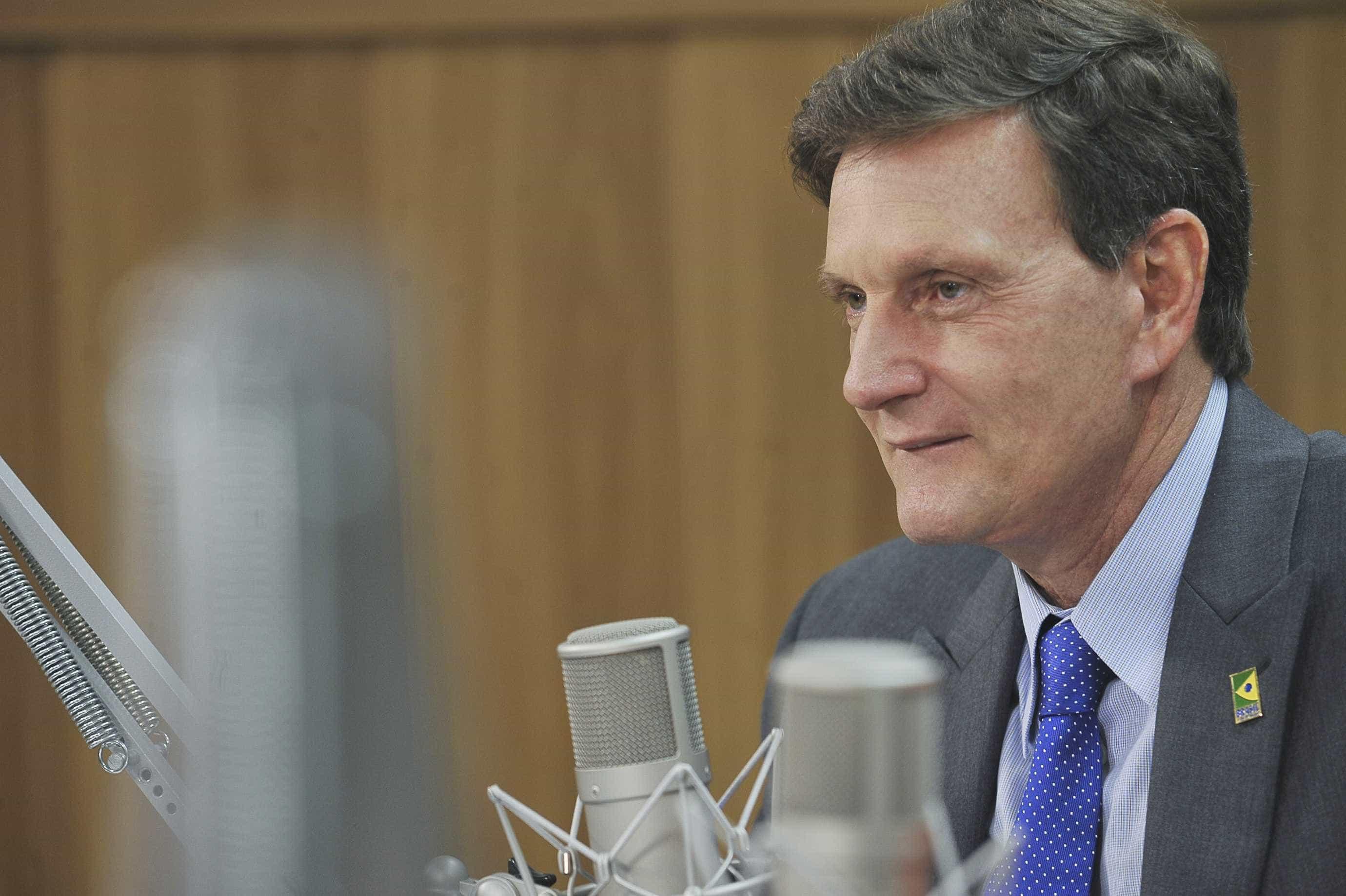 MP do Rio investiga Crivella por falhas no carnaval
