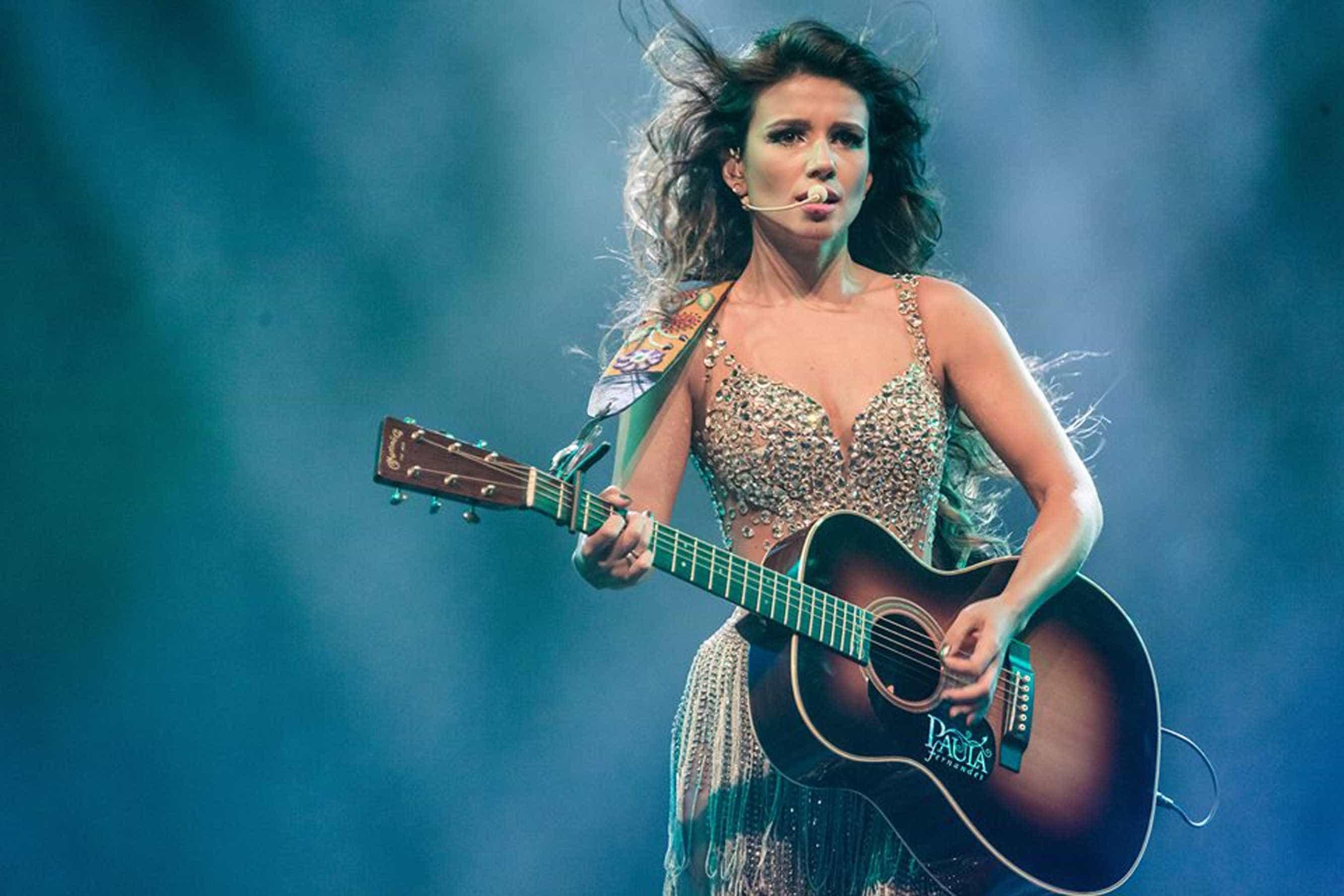 Paula Fernandes convida Luan Santana para versão de 'Shallow'