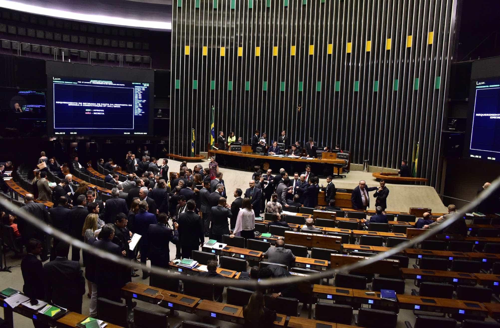 Base diz que recuos de Bolsonaro na reforma não são suficientes