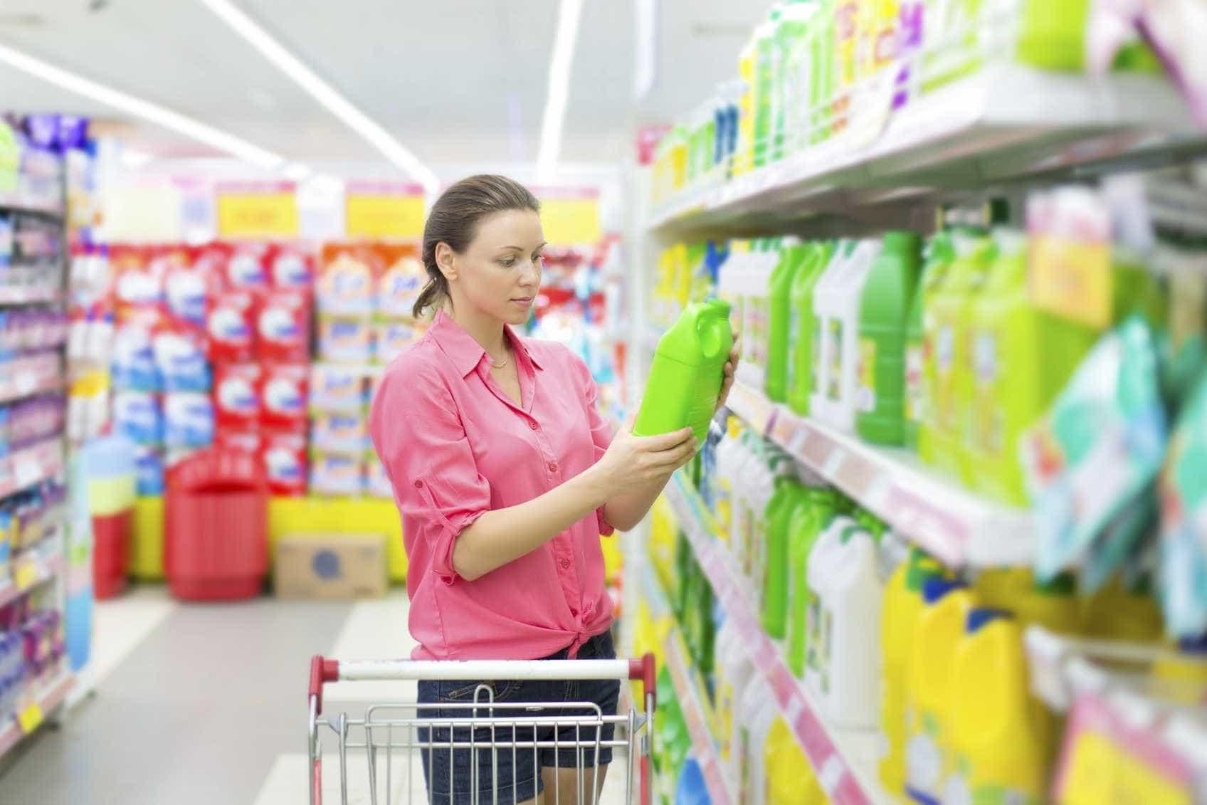 Anvisa suspende fabricação e venda de 58 produtos de limpeza