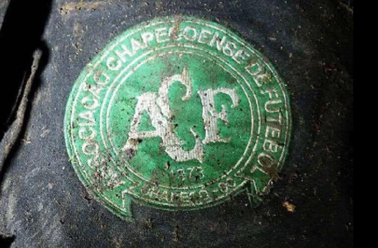Avião com time da Chapecoense cai e deixa mais de 70 mortos