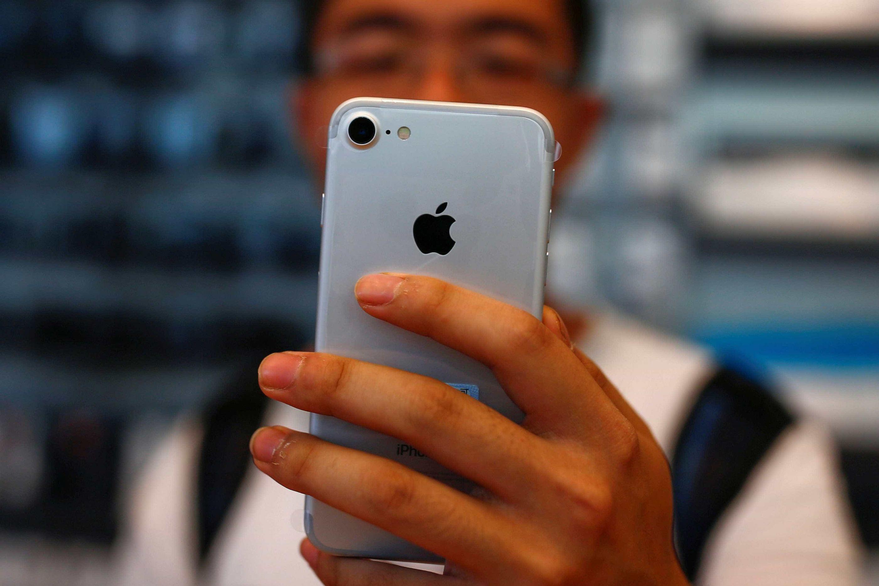 Atualização estaria prejudicando autonomia da bateria do iPhone