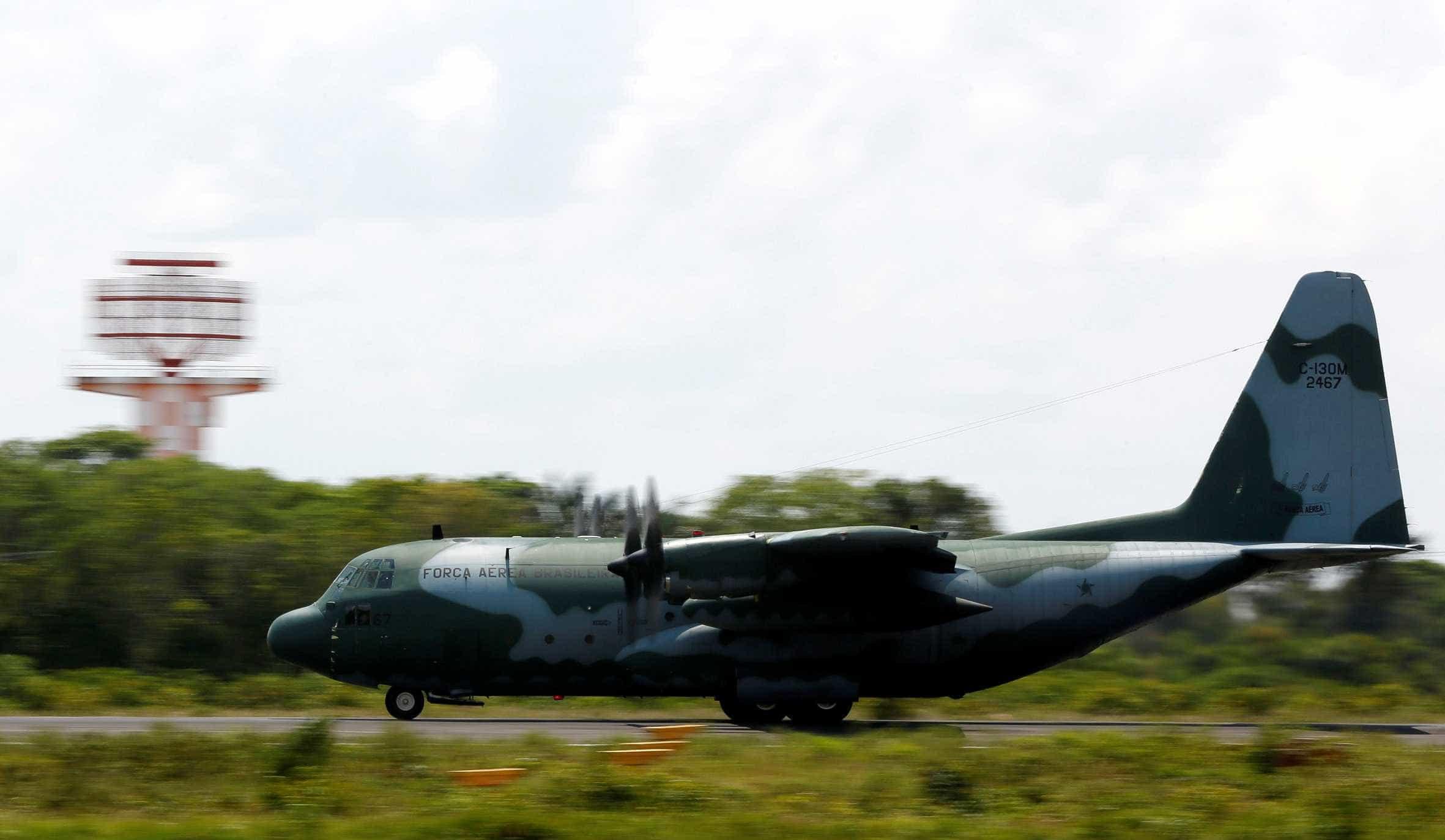Em semana de greve, autoridades usam aviões da FAB para viajar